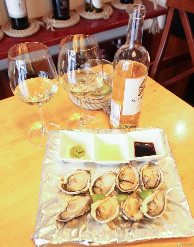 Hào sữa + Bò thanh chấm wasabi + Rượu vang trắng cho 2 người tại La Passion Wine Bar - 12