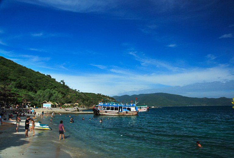 Đi du lịch Nha Trang, mua gói tham quan 4 đảo bằng tàu, đi về trong ngày, kèm thức ăn và nước uống giá chỉ 80.000đ